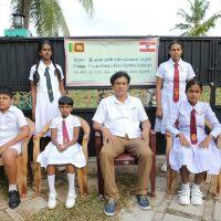 Kinder mit Ravi